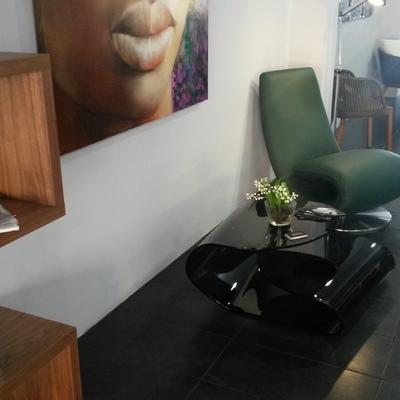 Mesa y sillón para el salon