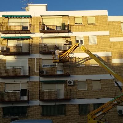 Rehabilitación en fachada de bloque