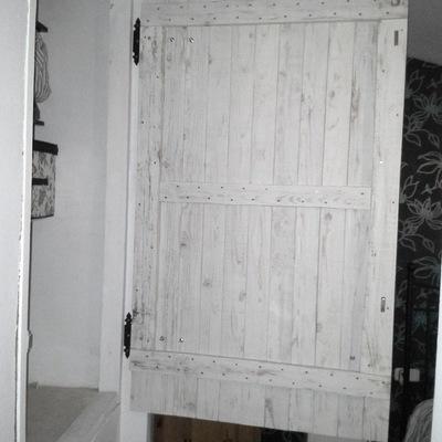 Puerta a medida para armario de pared