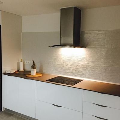 Cocina formica alto brillo + neolith acabado cemento