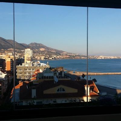 Instalación de cortina de cristal en Fuengirola.