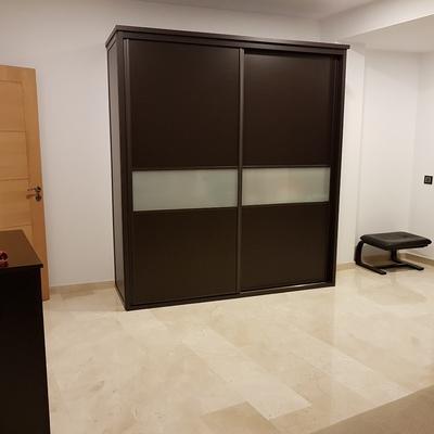 Dormitorio completo con armario a medida en Tenerife 2