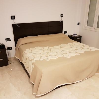 Dormitorio completo con armario a medida en Tenerife