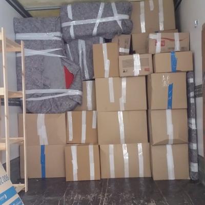 colocación perfecta de muebles y cajas