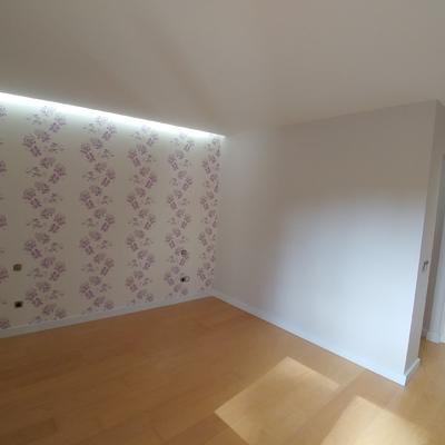 Habitación papel, luz led y pintura.