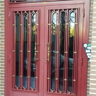 Puerta exterior metálica
