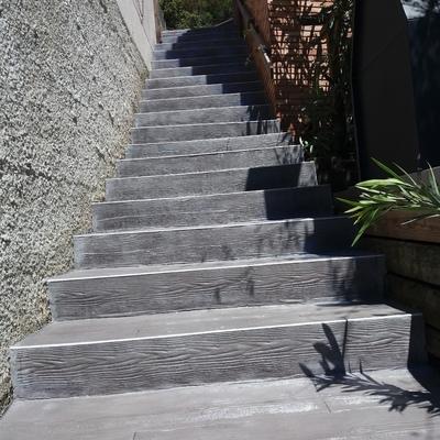 Escaleras imitacion madera gris