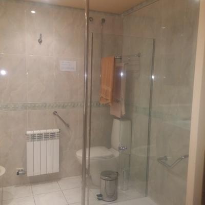 Mampara de baño con soporte de sujeción de tubo de acero inoxidable