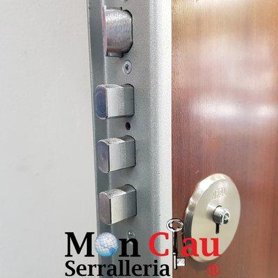 Puerta blindada y cerradura ARCU