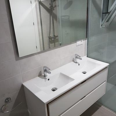 Mueble con Lavabo Doble y Espejo
