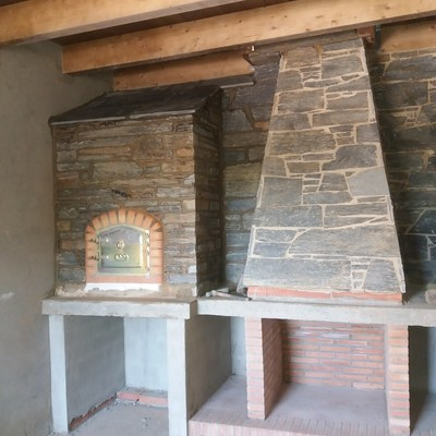 Chimenea y horno piedra natural y ladrillo reflectario