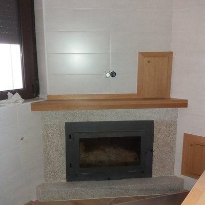 Chimenea calefactora recercado de granito