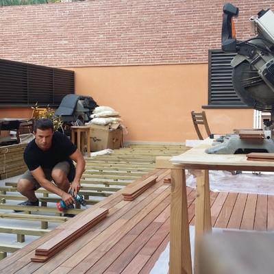 Instalación de tarima de exterior en terraza.