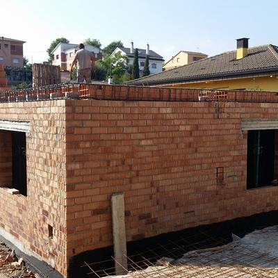 Ampliación de vivienda unifamiliar en construcción