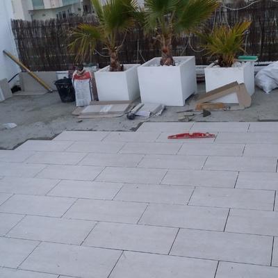 Colocación de gres porcelanico  en terrado