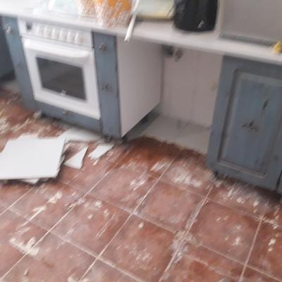 Cambio suelo cocina en Escobedo
