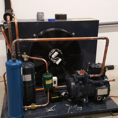 Instalación de un grupo de congelación para una cámara frigorífica