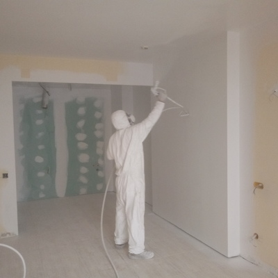 Aplicación pintura plastica industrial con Airless