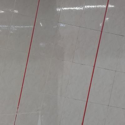 Limpieza de paredes de local comercial