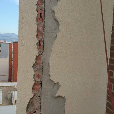 Reparación de grietas en edificios .