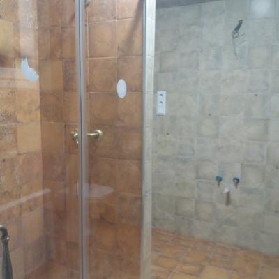 Baño materiales rusticos