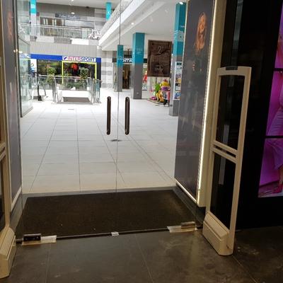 Sistema antihurto 2 antenas para tienda ubicada en centro comercial