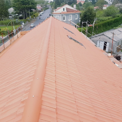 Colocación de teja plana en oleiros