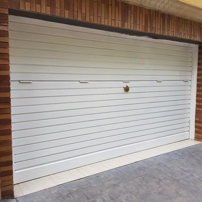 Fabricación e instalación puerta garaje