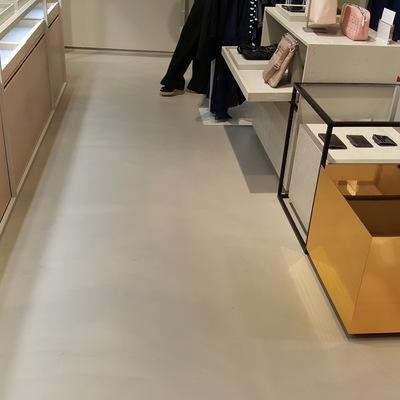 Aplicación de microcemento en tienda 0009
