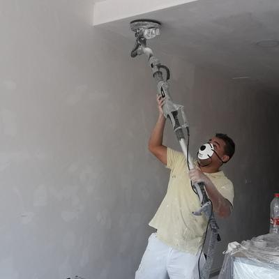 Lijando pared nueva