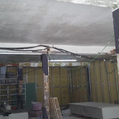 Enlucido de yeso en techos