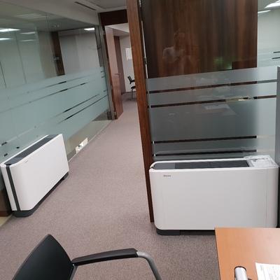 Oficina sin falso techo ni tabiquería de obra