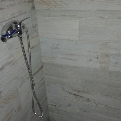 pequeño cuarto de baño