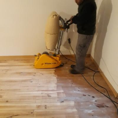 Rebajado y pulido y barnizado de suelos de madera de casas