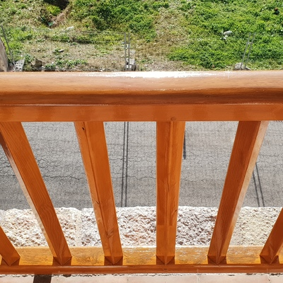 Barandilla de madera restaurada