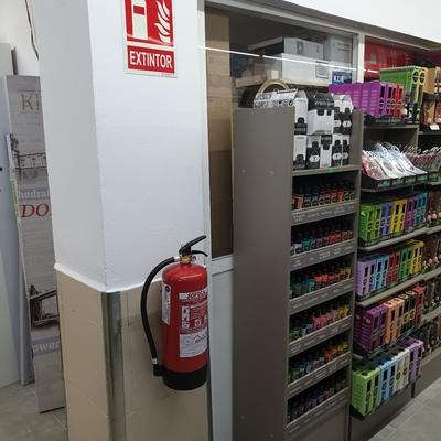 Extintores y señalética de incendios