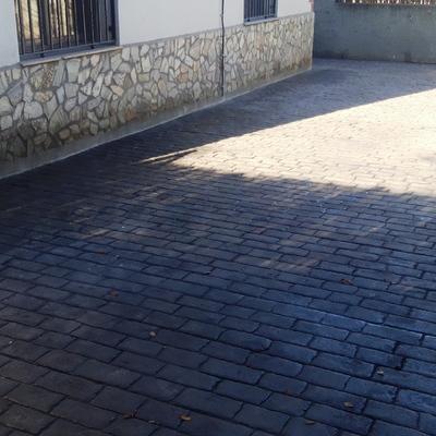 ACABADO PAVIMENTO IMPRESO ADOQUÍN GRIS OSCURO