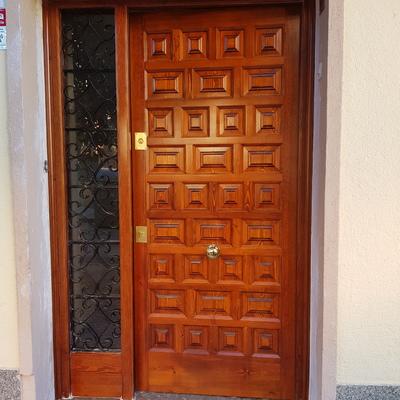 fabricación puerta exterior con fijo tipo castellana