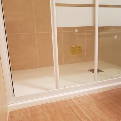 Cambio plato de ducha media luna por rectangular