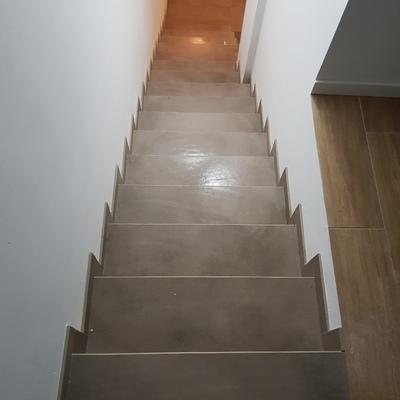 Escalera de revestimiento porcelanico