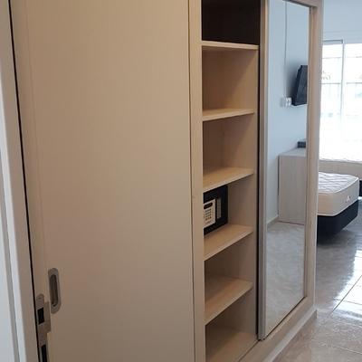 montaje de armario y puerta baño