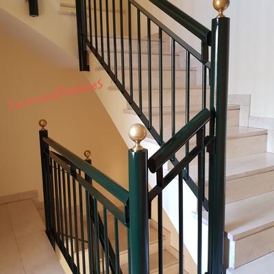 Portal, escalera, rellanos.