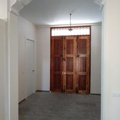 pasillo con puerta al patio