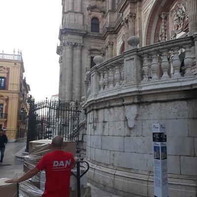 Traslado en el centro histórico de Málaga