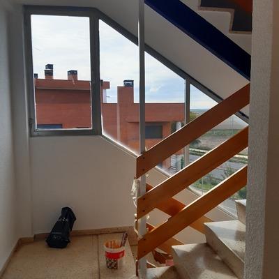 Pintura de escalera..Residencial de lujo en Pinto. ( Los Cisnes )