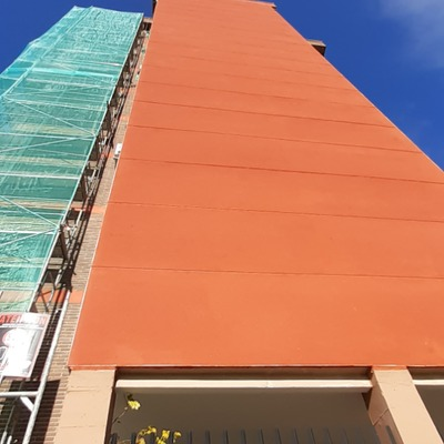 Revestimiento de fachada edificio sistema SATE en Madrid