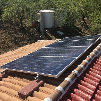 Pequeña instalación de 1,33kWp para vivienda de campo aislada
