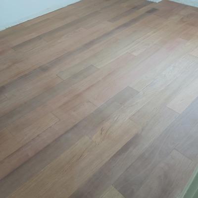Rebajado y pulido y barnizado de suelos de madera de pisos
