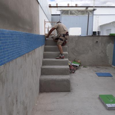 Construccion de piscina semienterrada