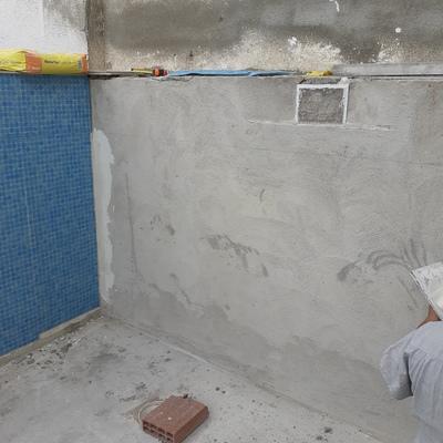 Revestimiento de paredes de piscina  con gresite